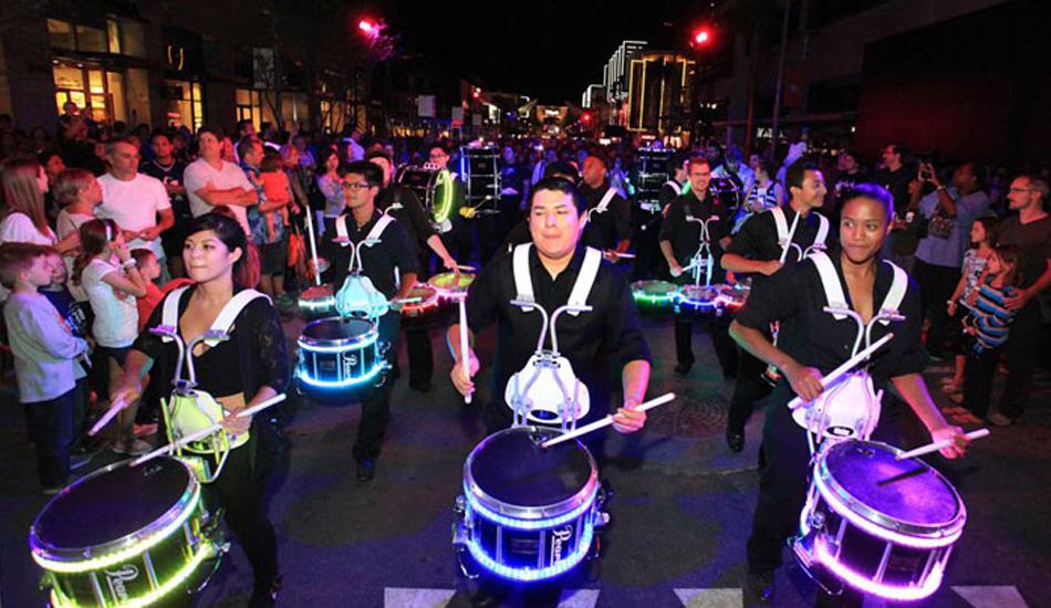 лед барабанщики на фестивале Downtown Summerlin