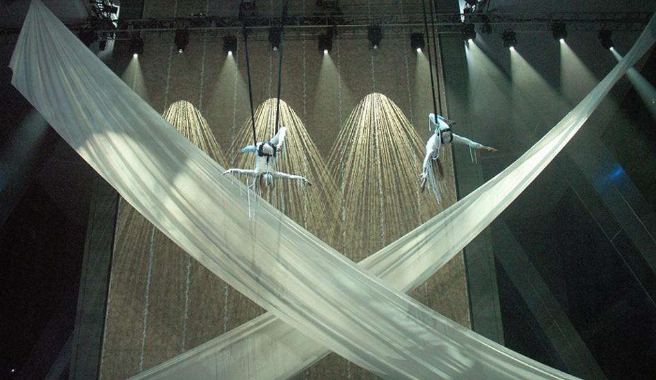Воздушные гимнасты на открытии Hearst Tower