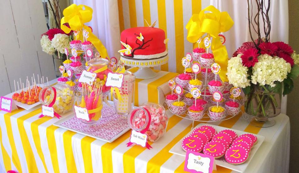 Оригинальный сладкий стол на свадьбе