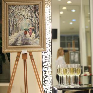 Презентация картин в салоне