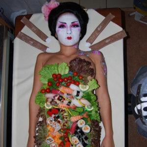 Девушка суши